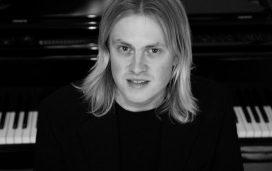 Atmasukha Ananda-Knut-Erik-Jensen-814x400